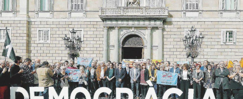 """Catalogna, l'appello a Junker e Tusk: """"Il silenzio della Ue sulla crisi mette in pericolo l'Europa"""""""