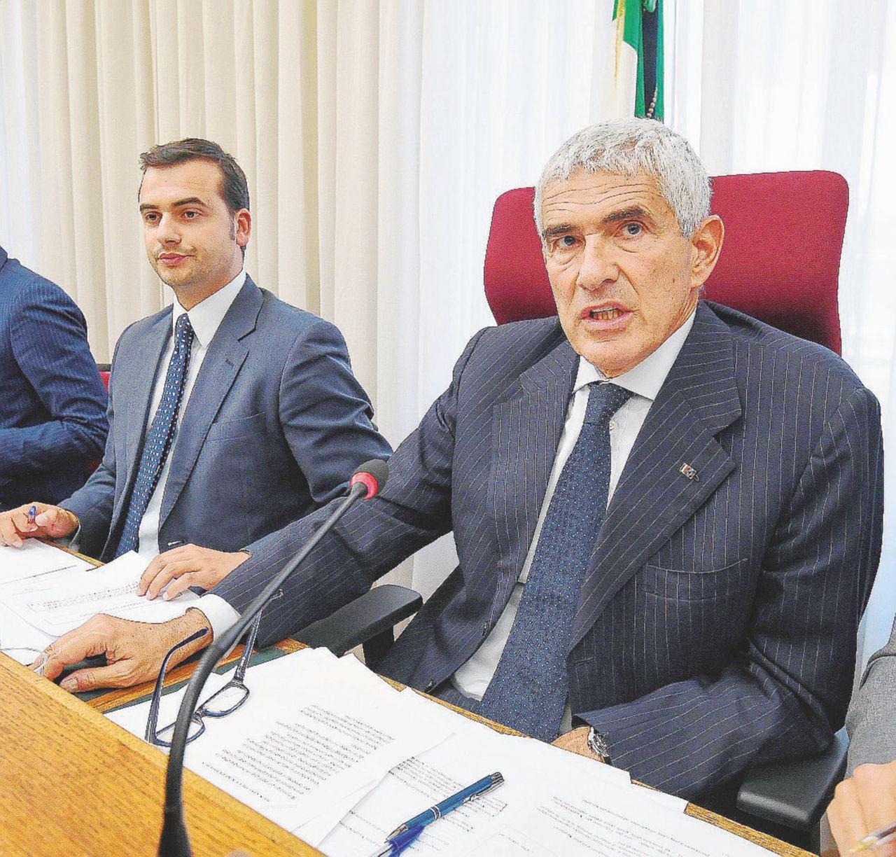 In Edicola sul Fatto del 5 novembre, intervista a Ricci: 'Segreti di Grillo, angoscia di Villaggio a funerali De Andrè'