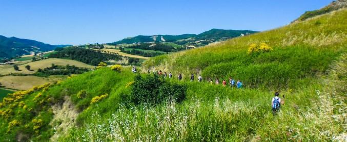 Atlante dei Cammini, la mappa del turismo slow in Italia: dalla Francigena alla Via degli Abati