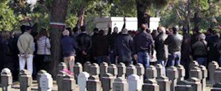 Milano, saluti romani alla commemorazione dei caduti Rsi. Identificate trenta persone