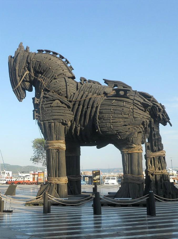 """Il cavallo di Troia non era un cavallo. Lo studio di un archeologo italiano: """"Errore di traduzione. In realtà era una nave"""""""