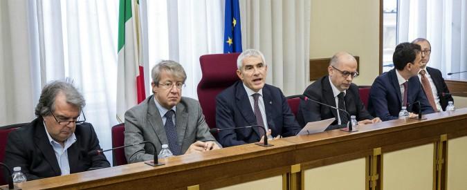 """Banche, nuovo scaricabarile tra Consob e Bankitalia. Ma per Casini non serve il faccia a faccia: """"Nessuna discordanza"""""""