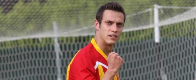 """Calcio, l'attaccante ammette il fallo: """"Arbitro, il gol non è valido"""". Rete annullata, poi segna e decide la partita"""