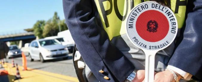 Udine, finestrino del furgone con cui trasporta minori abbassato: multato conducente