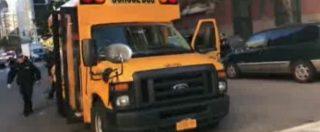 """Attentato New York, """"Oh mio Dio ci sono dei bambini incastrati"""". Le prime immagini dello scuolabus"""