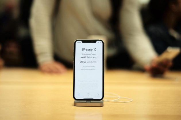 (171104) -- NEW YORK, Nov. 4, 2017 (Xinhua) -- Photo taken on Nov. 3, 2017, shows the iPhone X at Apple World Trade Center in New York, the United States. The iPhone X was released in the United States on Friday. (Xinhua/Li Muzi)(psw)