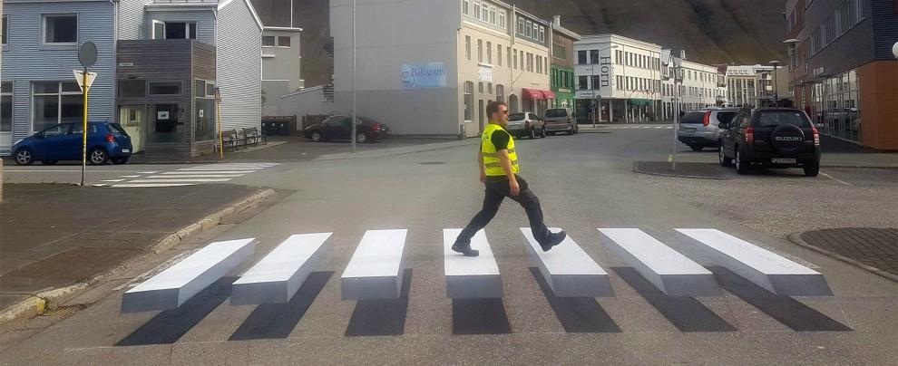 Islanda, diventa virale il filmato delle strisce pedonali tridimensionali – VIDEO