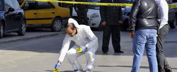 Tunisi, due agenti di polizia accoltellati da un jihadista davanti al Parlamento