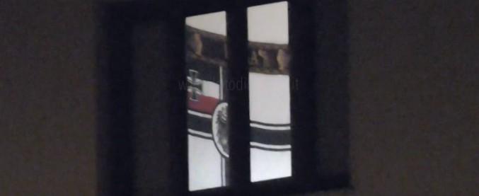 """Firenze, """"bandiera nazista appesa nella caserma dei carabinieri"""". La Pinotti: """"Chiarimenti rapidi e misure rigorose"""""""