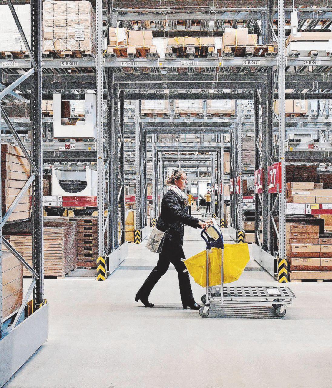 Ikea, il regno del part-time: orari stabiliti da un software