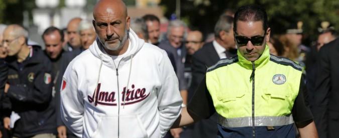 """Amatrice, la """"guerra delle felpe"""": quelle ufficiali fatte da un'azienda di Rieti. Produttori locali: """"Possibilità tolta a noi"""""""