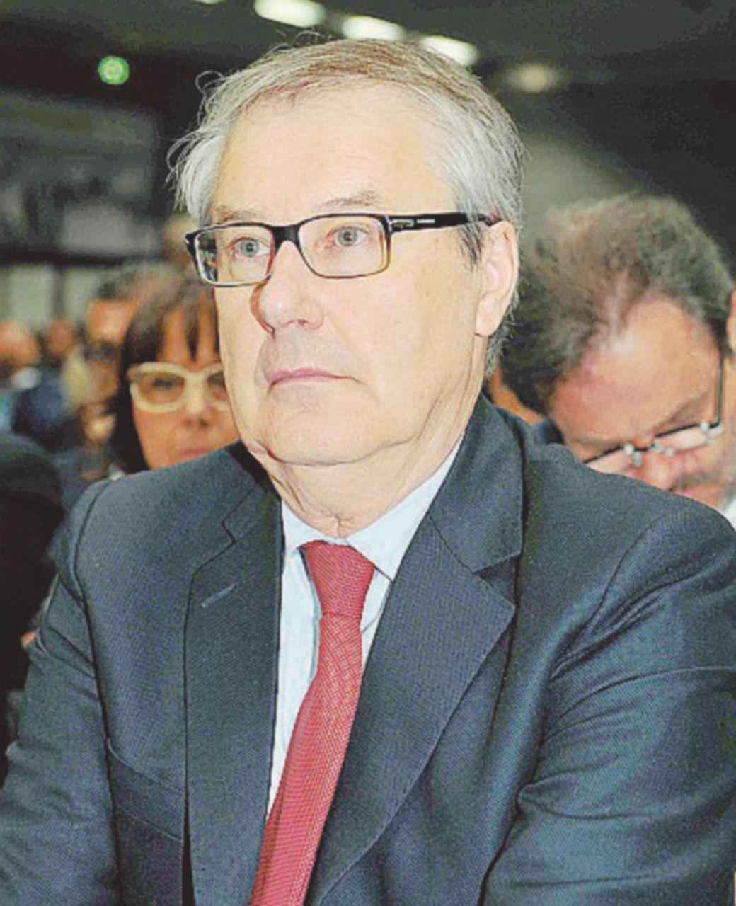 Banca Etruria, papà Boschi è ancora indagato: falso in prospetto e accesso abusivo al credito