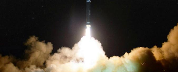 """Corea del Nord, l'equipaggio della Cathay Pacific: """"Abbiamo visto il missile transitare vicino a noi"""""""