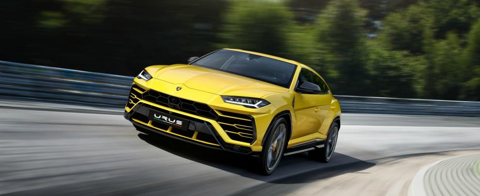 Lamborghini Urus, il suv di lusso debutta davanti al premier Gentiloni – FOTO