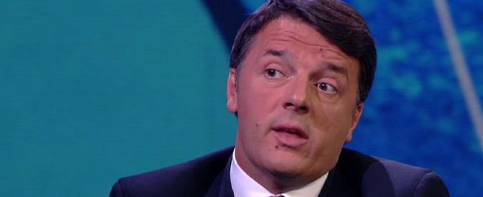 """Sacchetti bio a pagamento, Renzi: """"Fake news"""" e ironizza: """"Complottiamo tutti i giorni"""""""