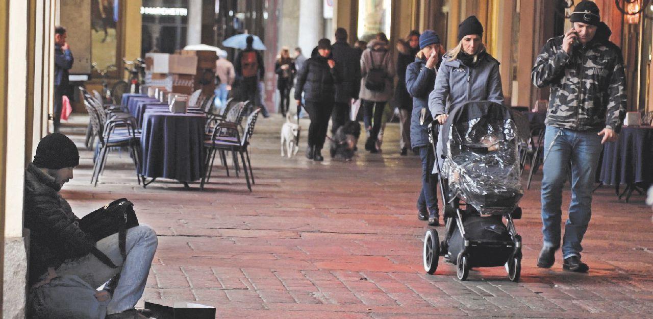 """Povertà: """"Io, con dieci euro in tasca senza casa e senza lavoro"""". Un giornalista di FqMillennium sperimenta la vita di strada"""