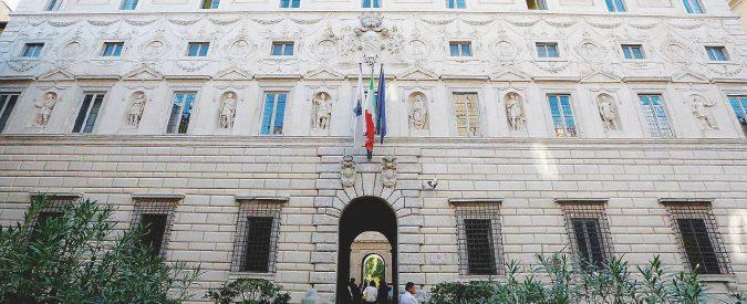 Consiglio di Stato, minigonne obbligatorie e il divieto di matrimonio: scandalo alla scuola per futuri magistrati