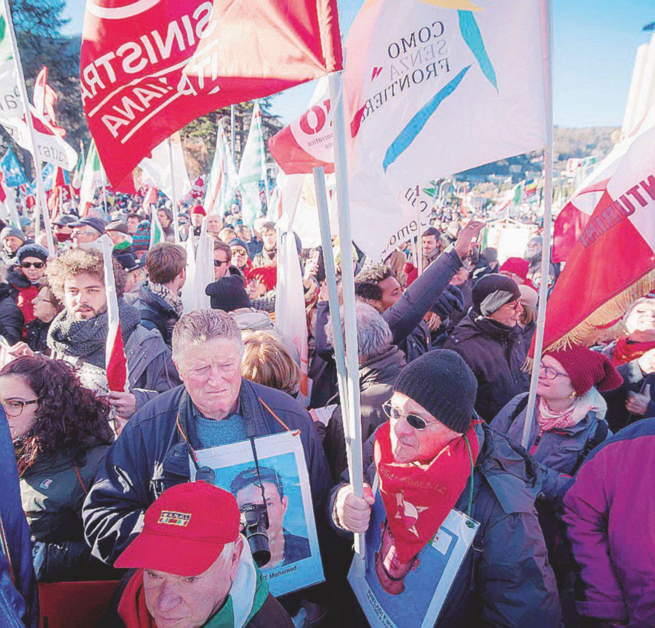 Como, diecimila bandiere nel nome dell'antifascismo