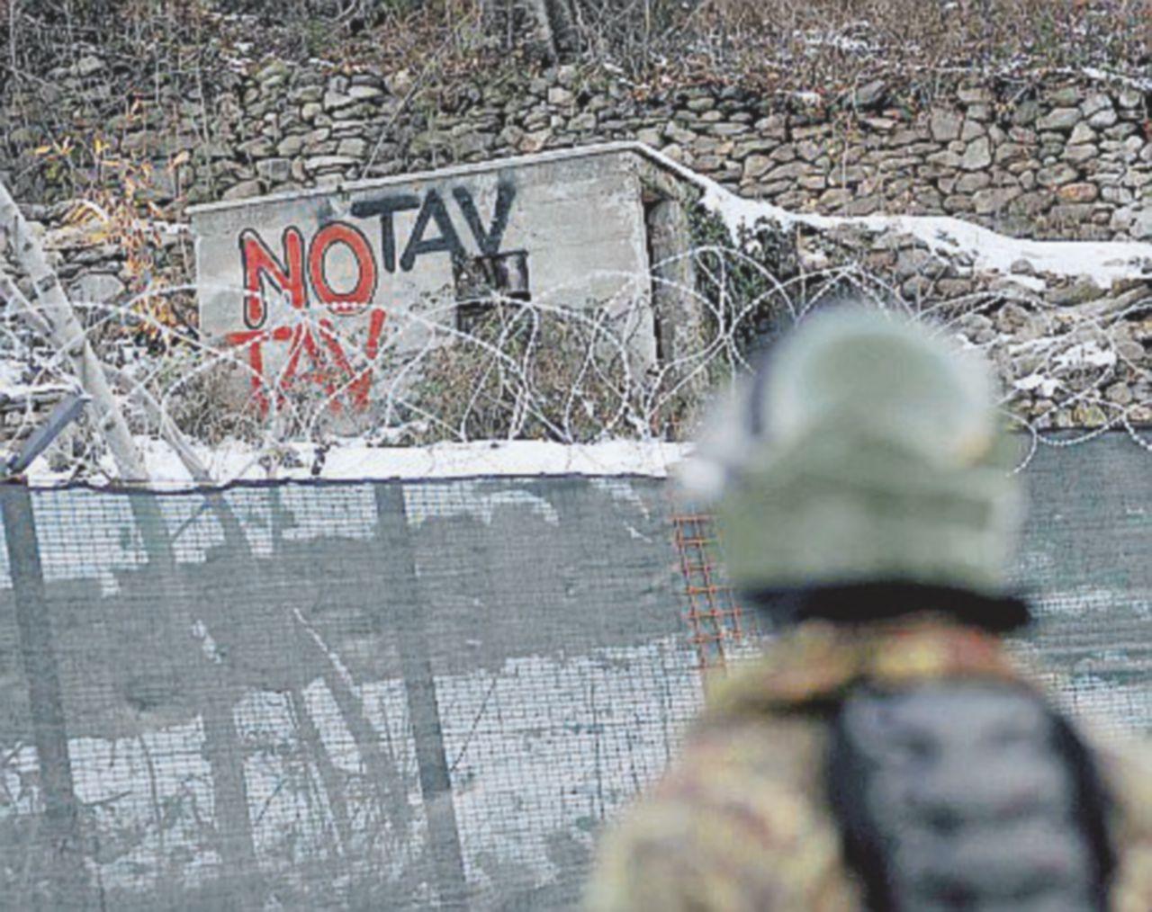 """Bombe carta per ricordare la """"vittoria"""" No Tav del 2005. La polizia si apposta: tre  arresti"""