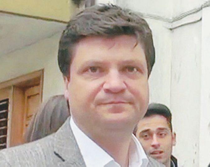 Un flop la marcia per il sindaco del paese del boss Zagaria: le dimissioni non convincono