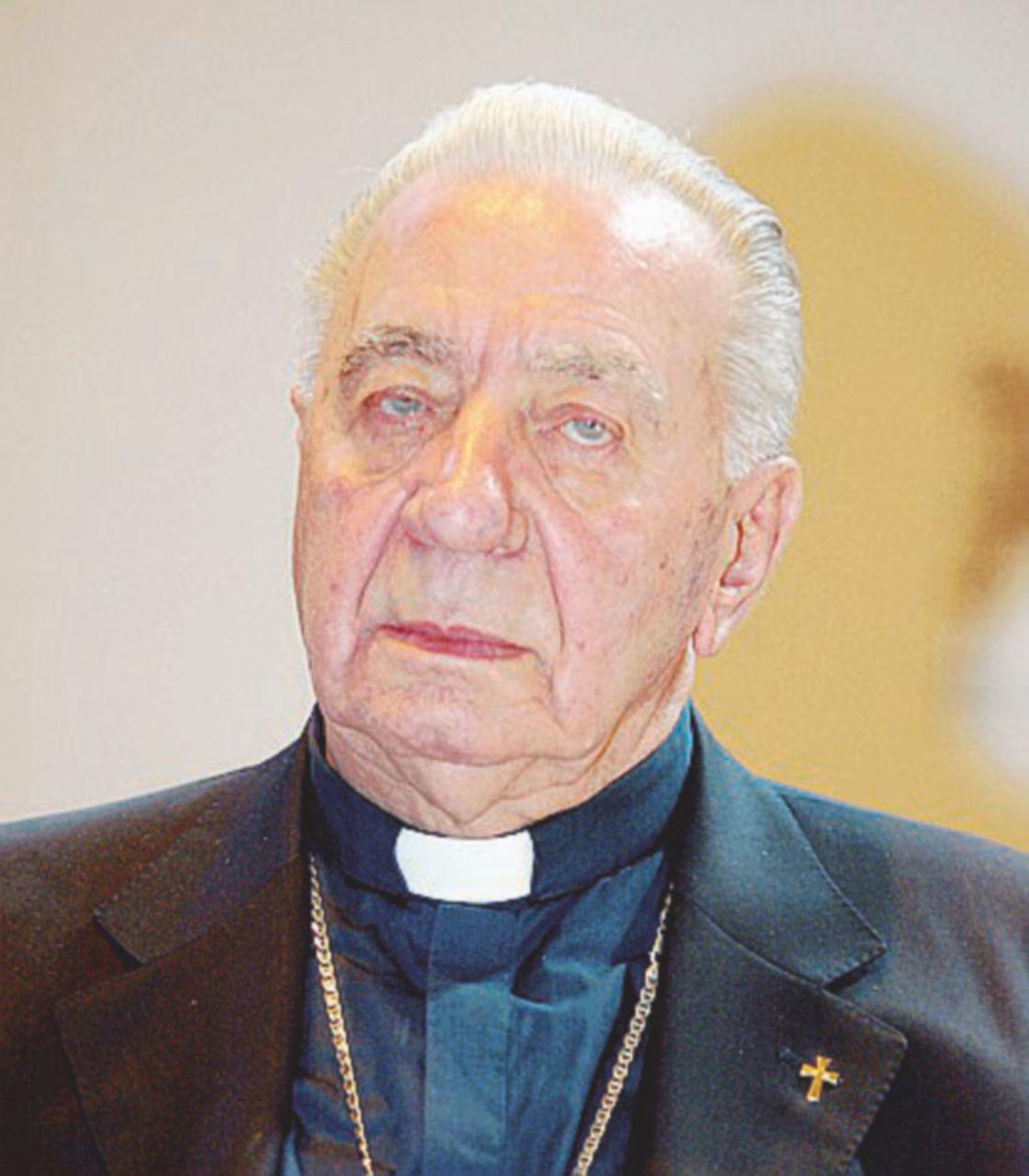 """Tra le macerie o contro la camorra, un vescovo chiamato soltanto """"don"""""""