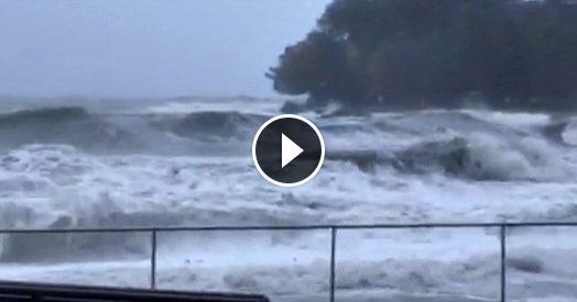 Maltempo, nel Tigullio arriva la mareggiata. Il moto ondoso continua a crescere, strade chiuse a Rapallo e Sestri