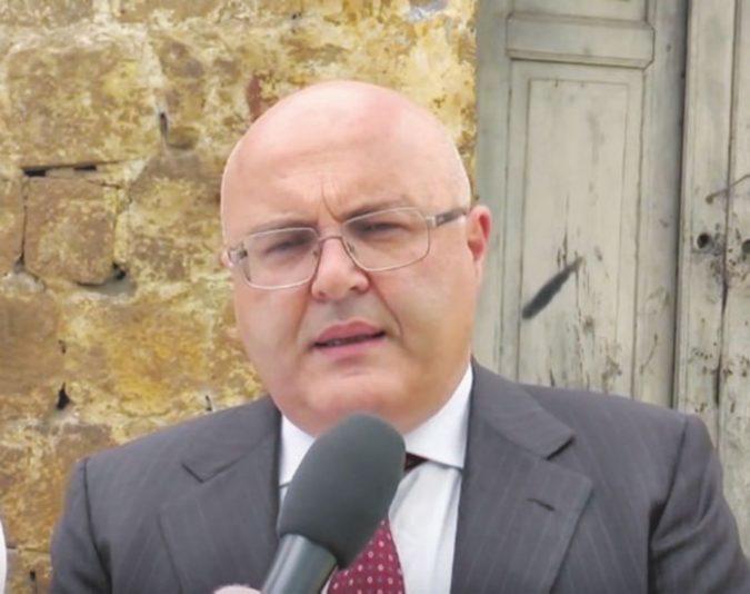 """Marcianise, il sindaco Velardi minacciato su Facebook """"Arrivano da gruppi di potere"""""""