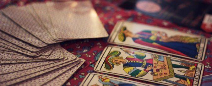 Magia e superstizioni, perché ci affascinano (e possono fare danni)