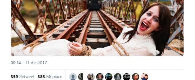 2893248819 Legata sulle rotaie col treno in arrivo. La pubblicità sessista per il Tgv  che indigna i francesi - Il Fatto Quotidiano