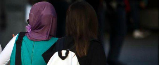 Bologna, 14enne rasata perché non voleva indossare il velo: 8 mesi alla madre