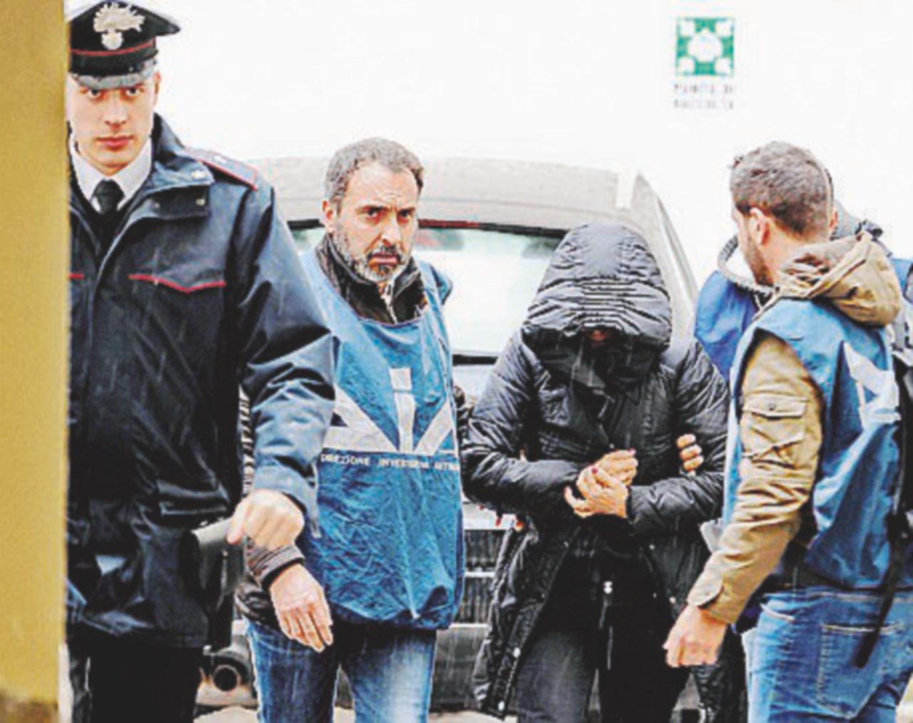 """""""Se mi pento vai a lavare le scale"""". Lo sfogo in cella del boss Zagaria. Arrestate 4 donne del clan"""