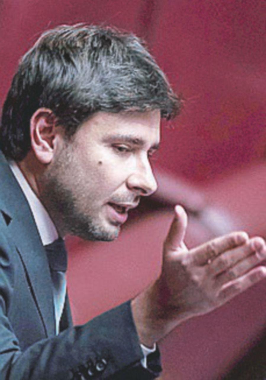 """L'ultimo discorso di Di Battista: """"Pure Alfano rifiuta il Pd"""""""