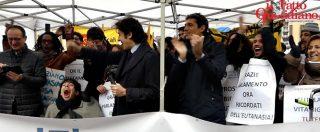 """Biotestamento, i festeggiamenti davanti a Montecitorio: """"Senza Fabo, Englaro e Welby non sarebbe stato possibile"""""""
