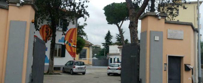 Migranti, tensione a Roma in centro accoglienza per minori: tre 16enni contro gli agenti, intervengono 11 volanti
