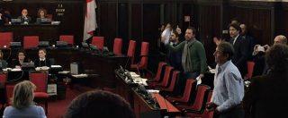 Milano, risse in aula e ostruzionismo bloccano la mozione che vieta l'assegnazione di spazi pubblici ai fascisti