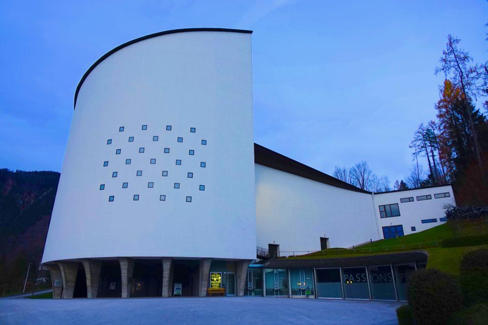 Il teatro Passionsspielehaus costruito nel 1958