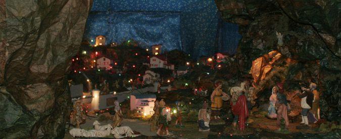 """Natale, presepi che spariscono nelle scuole e canzoni senza Gesù. """"Si fomenta intolleranza"""", """"No, una festa per tutti"""""""