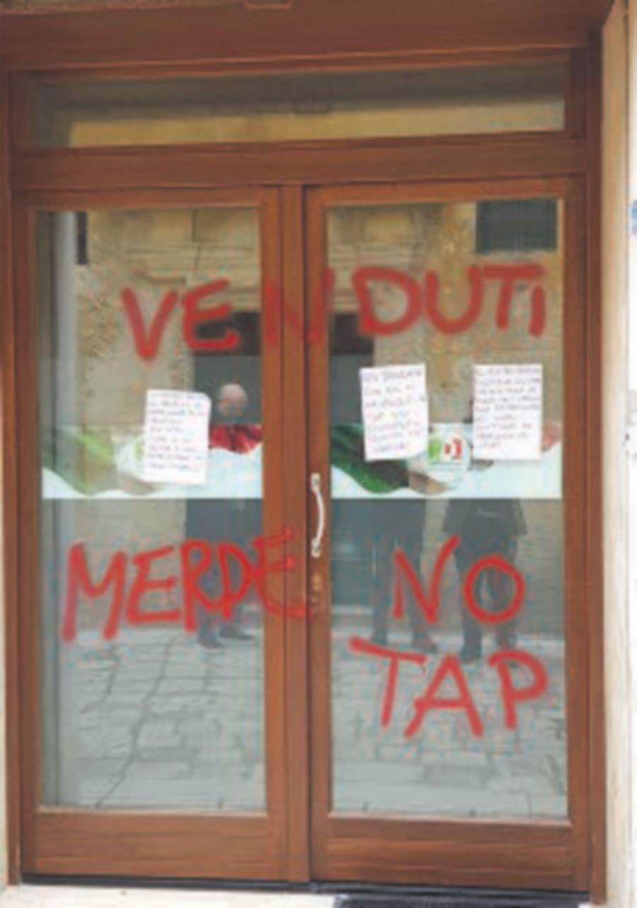 No Tap, vandalizzata sede Pd di Martano per visita viceministro