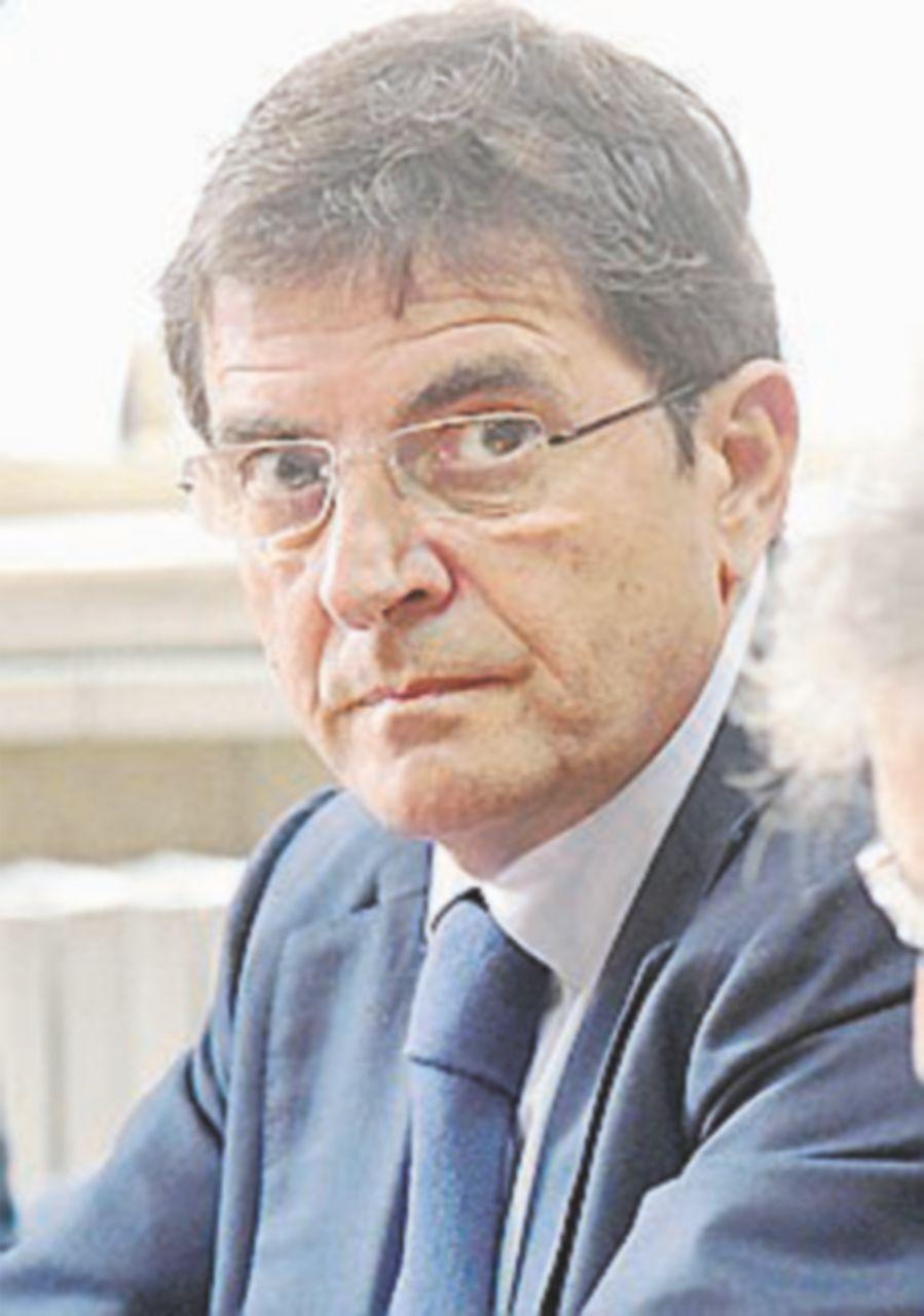 Il benzinaio apre sedici anni dopo le accuse a Cosentino