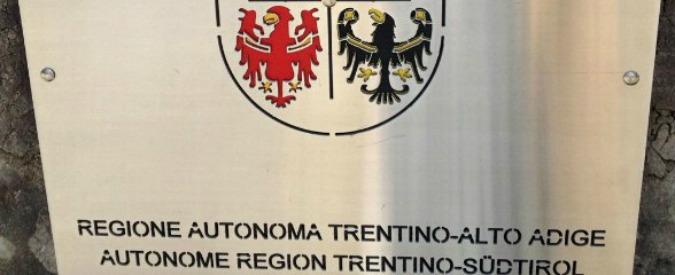 Trentino-Alto Adige, rinviati a giudizio per i maxi vitalizi l'ex presidente del consiglio regionale e il suo consulente