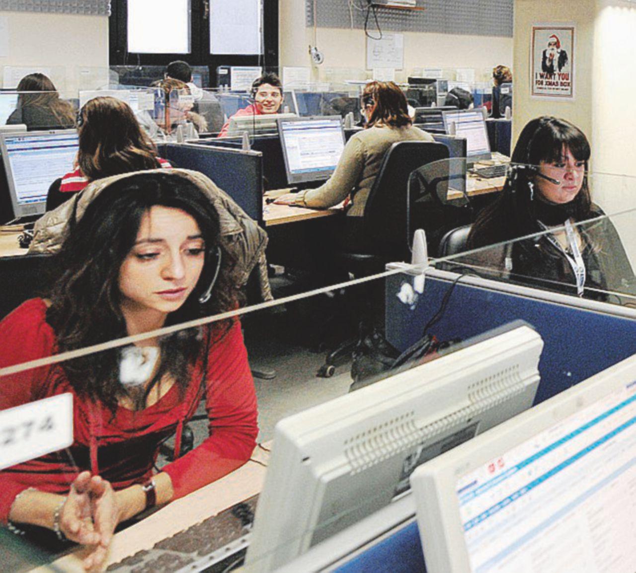Call center, c'è chi lavora per 92 euro al mese