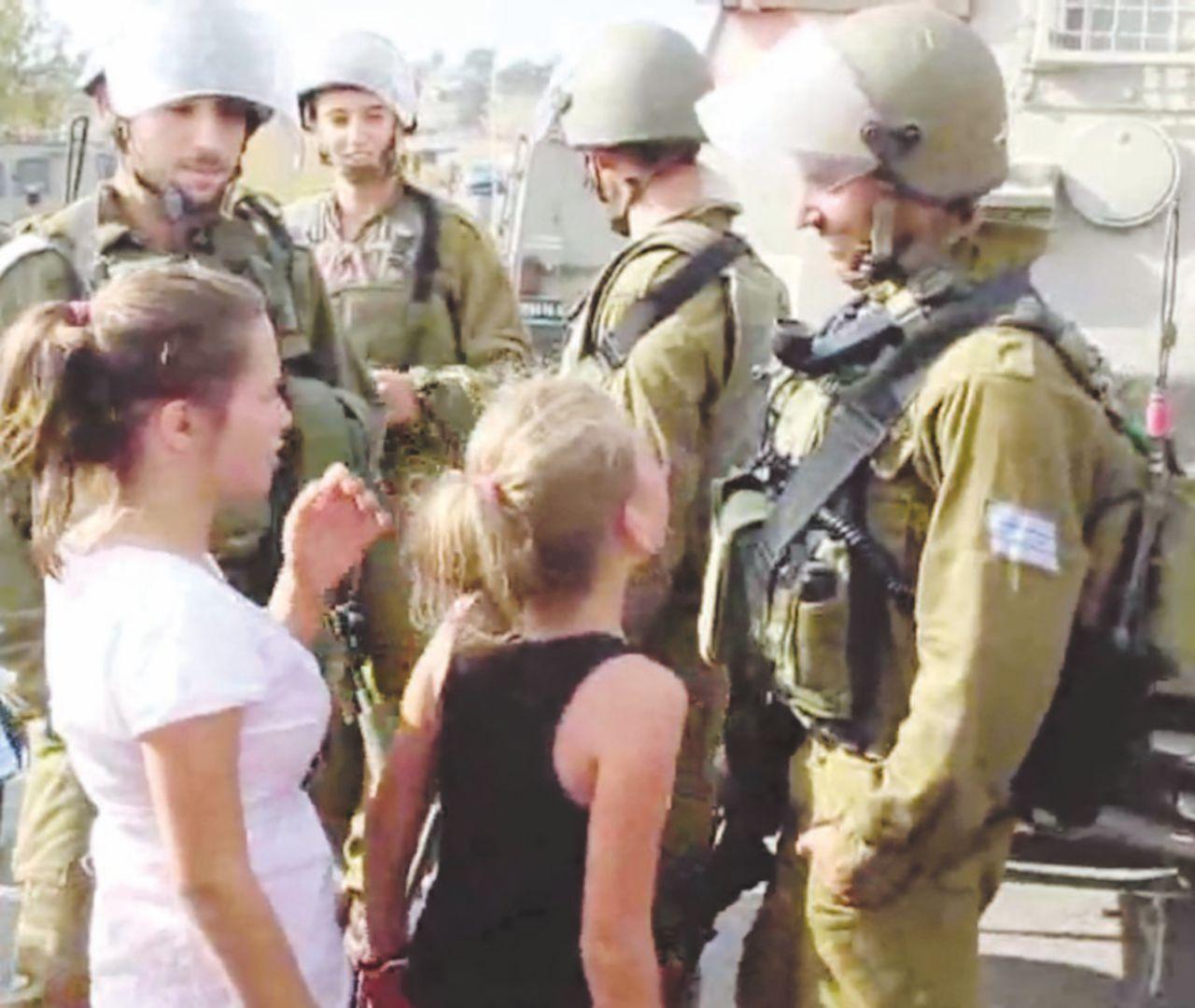 "Ahed, la giovane star palestinese che ""picchia"" i soldati israeliani"