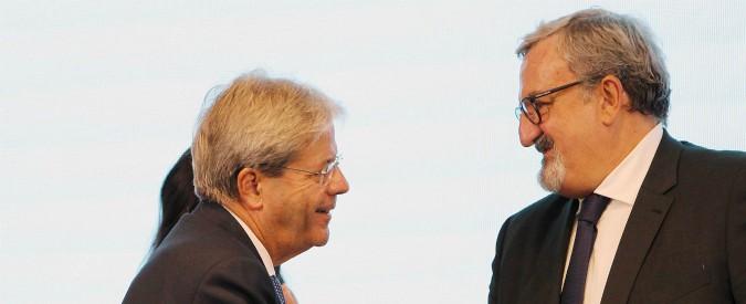 """Ilva, appello di Gentiloni a Emiliano e al sindaco di Taranto: """"Ritirate il ricorso"""". Governatore non arretra: """"Tuteliamo salute"""""""