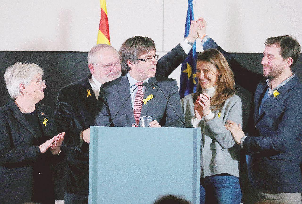 Puigdemont presidenziale, Rajoy tenta di snobbarlo