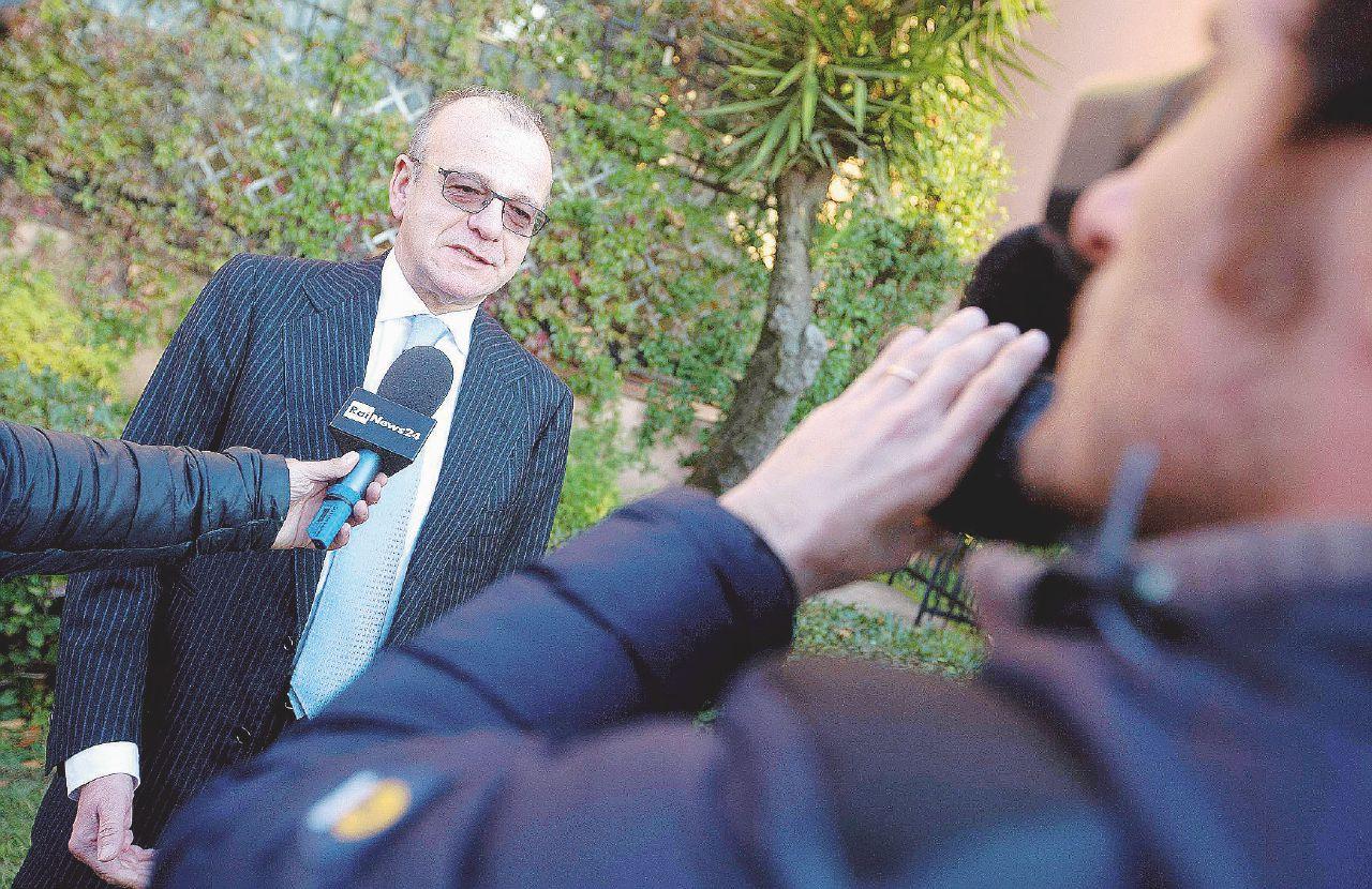 Il pm cercava una nomina al ministero e presentava finanziatori a Rotondi