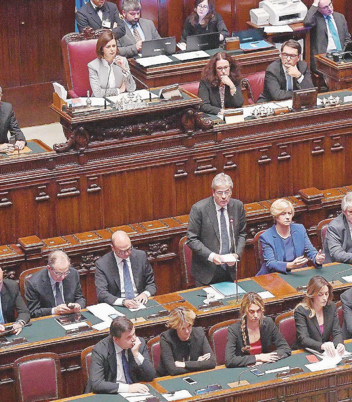 Dalla Consob ai carabinieri, Renzi non conta più nulla