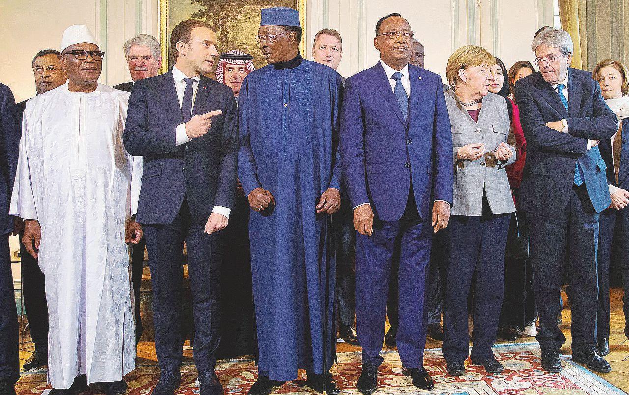 Niger, 500 fanti italiani nel Sahel per compiacere la Francia di Macron