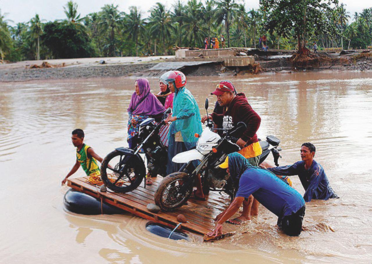 Filippine, cascate di fango  la tempesta Tembin fa strage