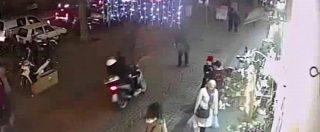 Napoli, ragazzo di 17 anni accoltellato alla gola: arrestato un 15enne. Il video che ha incastrato la baby gang