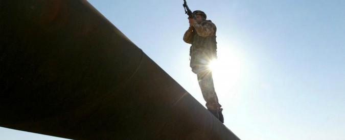 Libia, commando fa esplodere oleodotto: export ridotto di 90mila barili al giorno. Vola prezzo del greggio